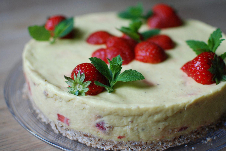 Mango strawberry cake